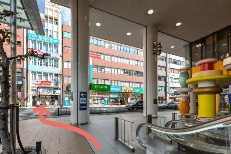 名鉄岐阜駅改札よりロフト入口(ポポロ広場)へ。